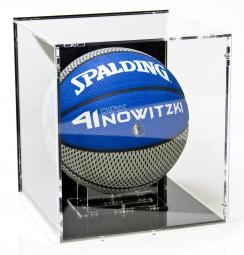 Basketball Vitrine mit schwarzem Boden und schwarzer Rückwand