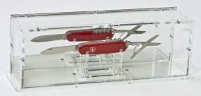 Taschenmesser-Vitrine mit Spiegelrückwand und separatem Messerständer