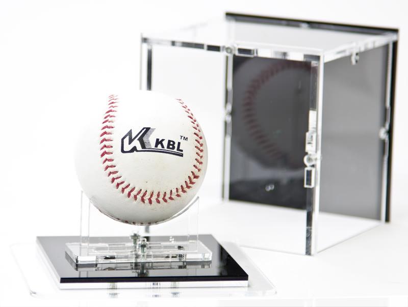 Die Baseball Vitrine geöffnet
