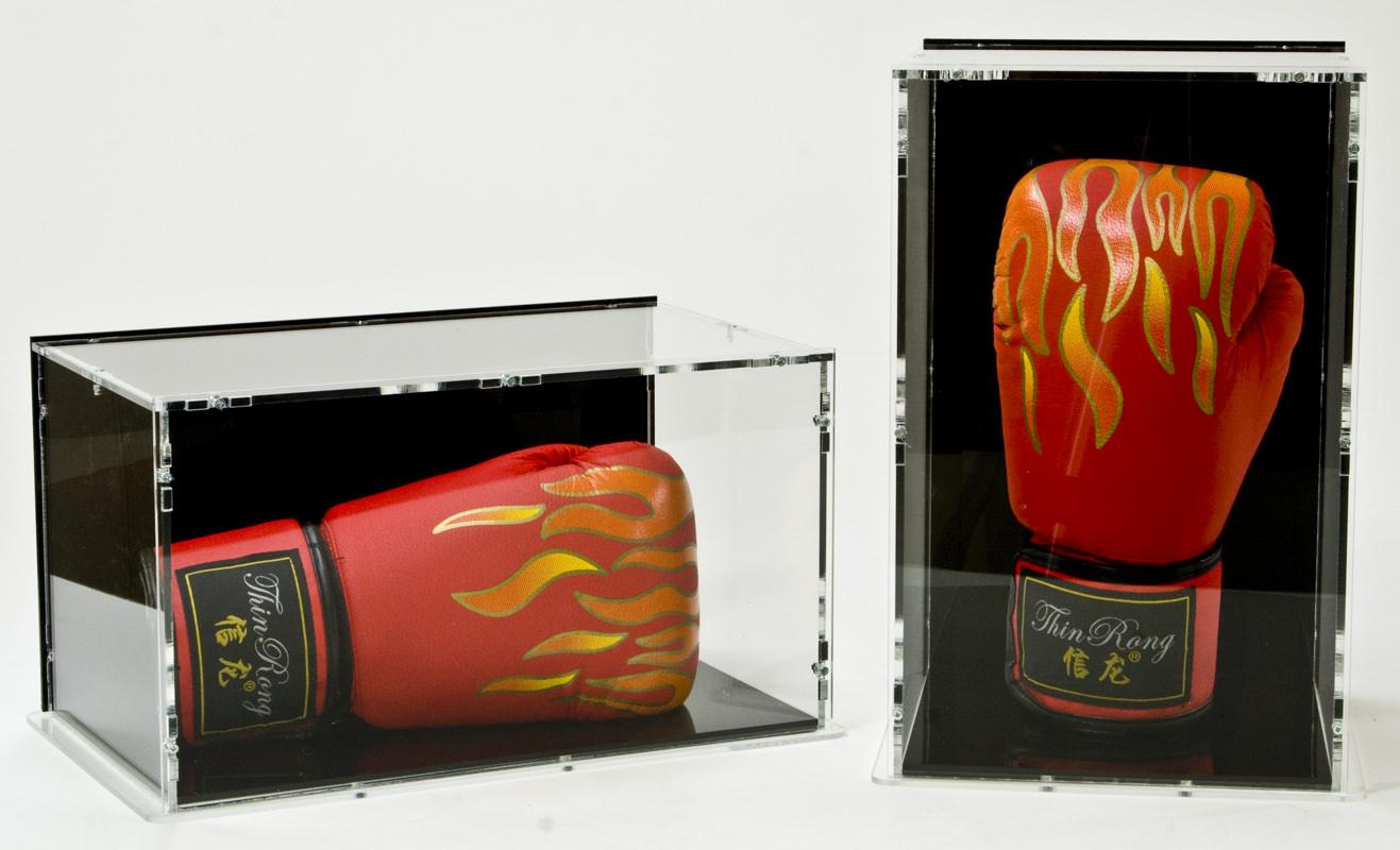 Beide Boxhandschuhvitrinen im Vergleich