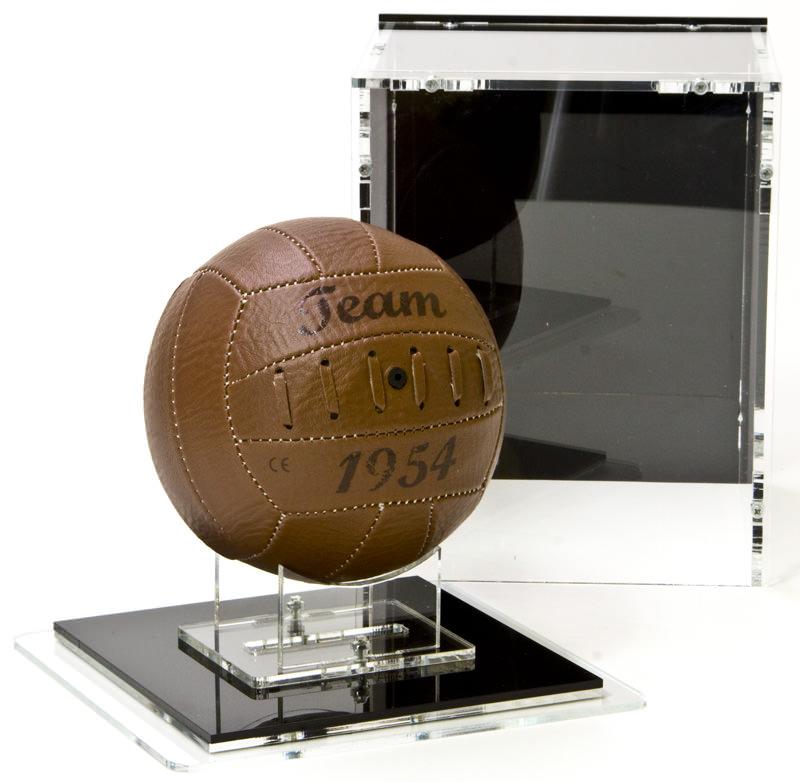 Die Mini-Fussball-Vitrine und der Boden mit Ständer