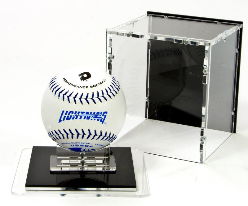 Die Softball Vitrine mit Softball-Ständer