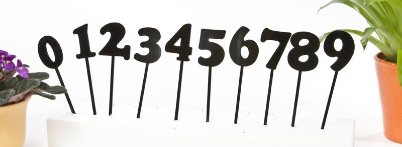 Die Zahlen-Stecker aus schwarzem Material