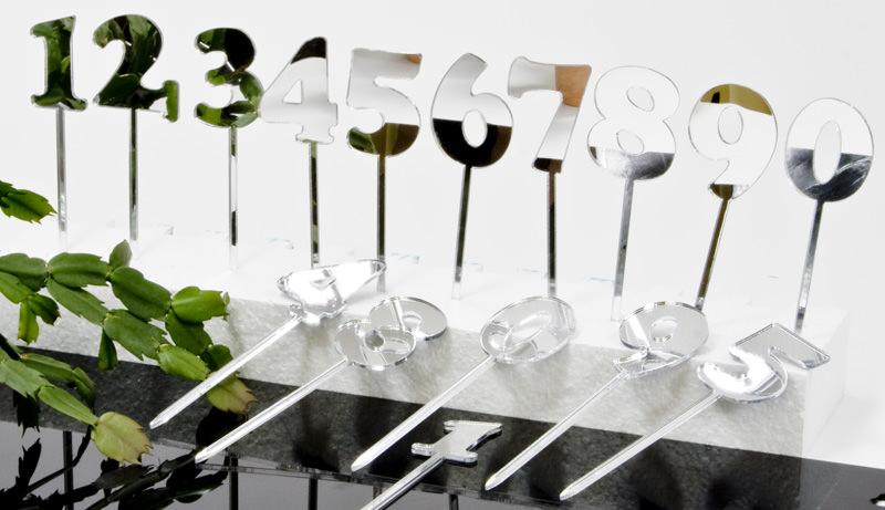 Die Zahlen-Stecker aus verspiegeltem Material